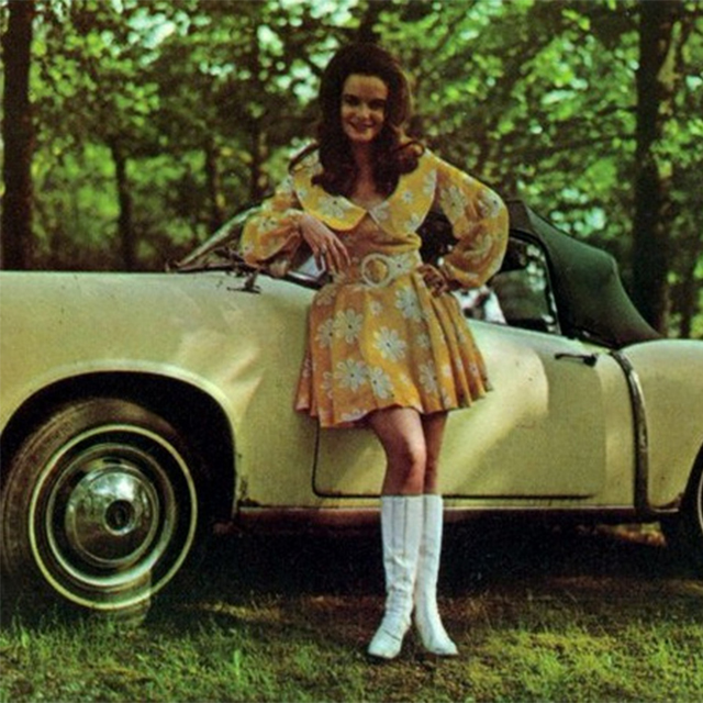 Jeannie C Riley with car